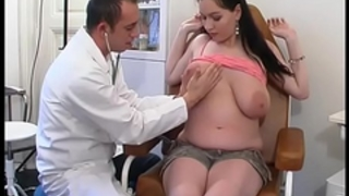 Perverse gynaecologist tastes the patient's muff